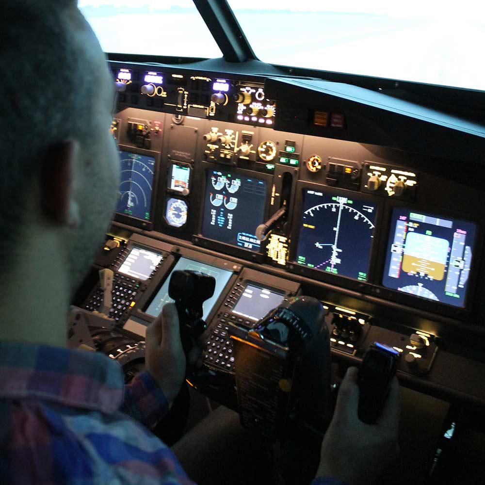Repülőgép szimulátor, élményvezetés a fellegekben