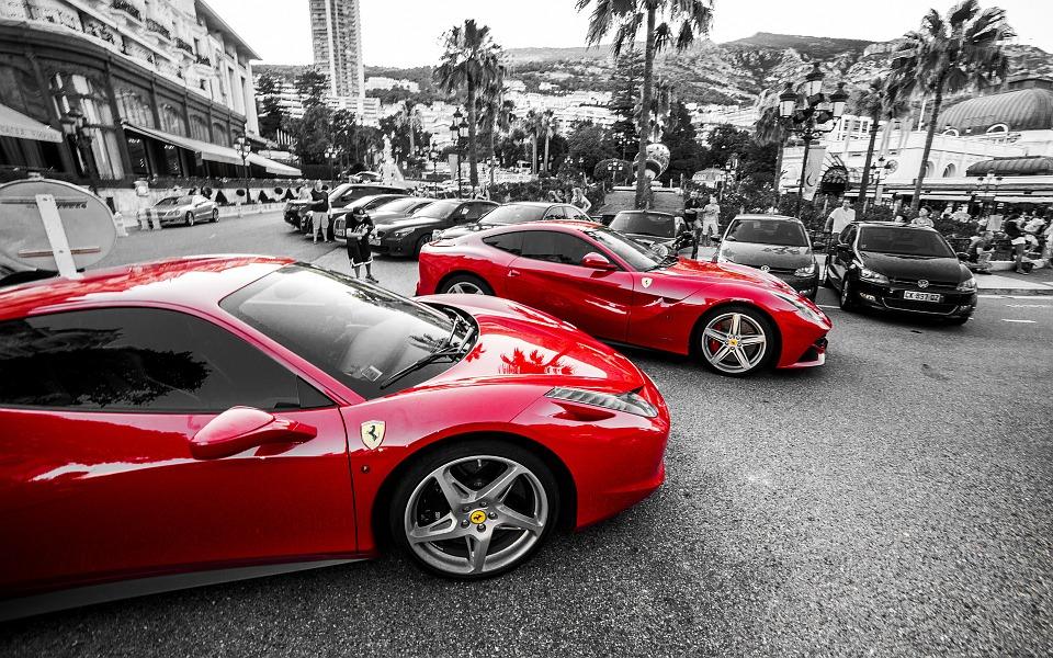 Ferrari élményvezetés: az egyik legelismertebb sportautó története