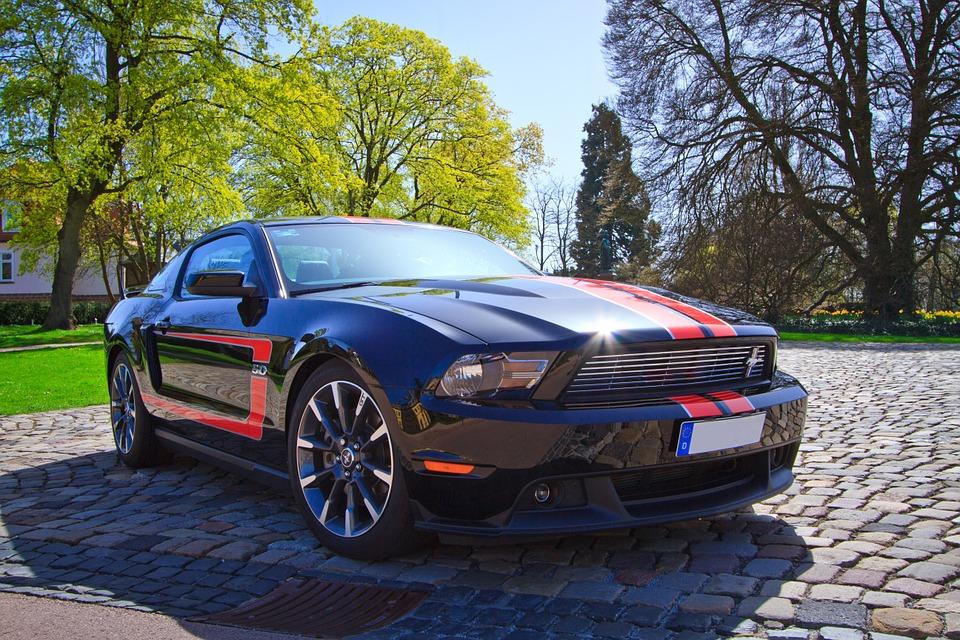 Ford Mustang bérlés: ki lehet próbálni egy James Bond autót