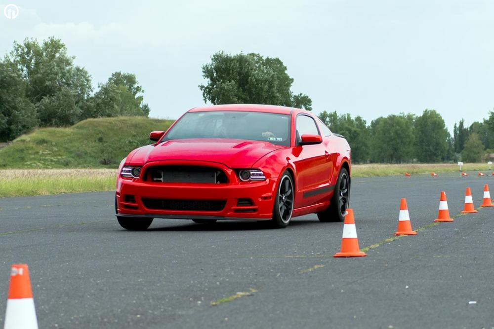 Vezetéstechnikai Tréning Versenypályán Ford Mustang Vezetéssel - 1.