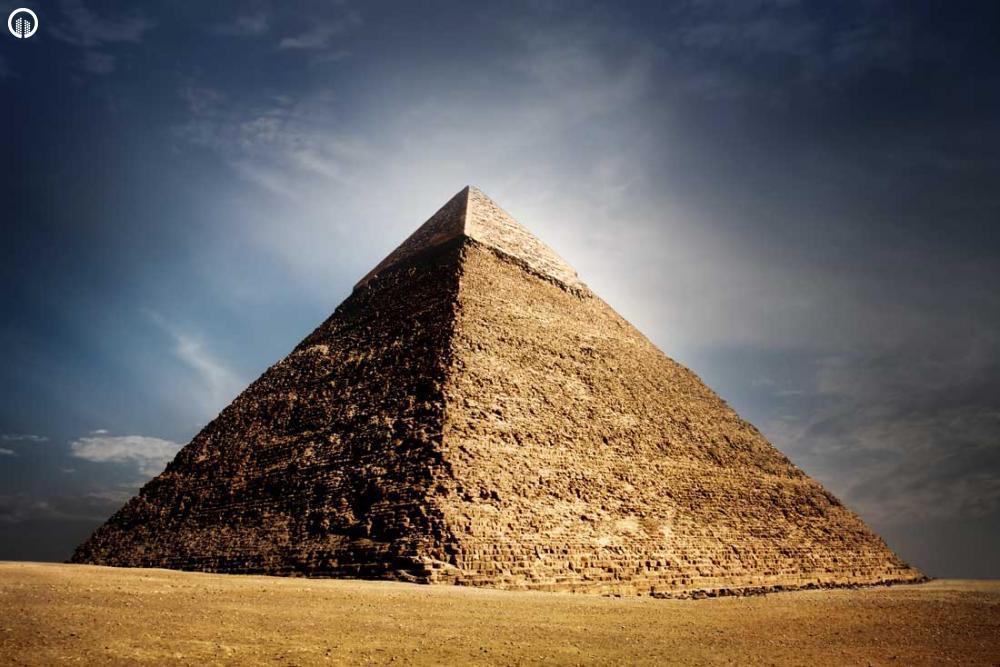 piramis és látomás