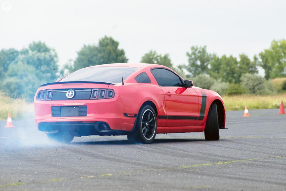 V8 Legendák  | Dodge Challenger és Ford Mustang Vezetés - 3.