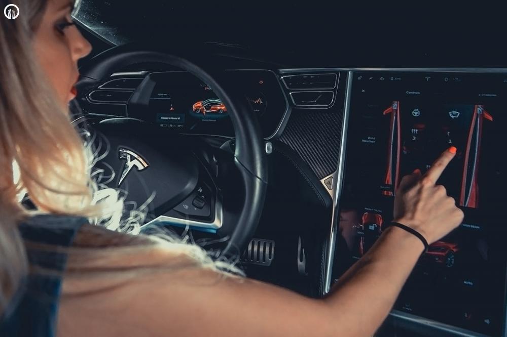 Tesla Élményvezetés Forgalomban | Autopilot Üzemmóddal - 8.