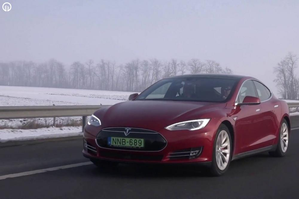 Tesla Élményvezetés Forgalomban | Autopilot Üzemmóddal - 1.