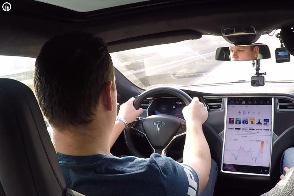 Tesla Élményvezetés Forgalomban | Autopilot Üzemmóddal - 4.