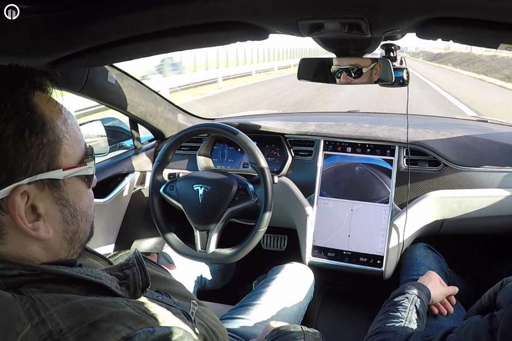 Tesla Élményvezetés Forgalomban | Autopilot Üzemmóddal - 6.