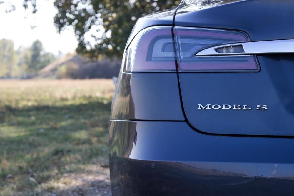 Tesla Model S 85D Elektromos SzuperSportautó Városi Vezetés - 4.