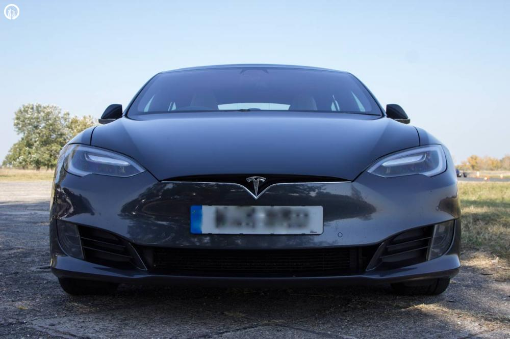 Tesla Model S 85D Elektromos SzuperSportautó Városi Vezetés - 1.