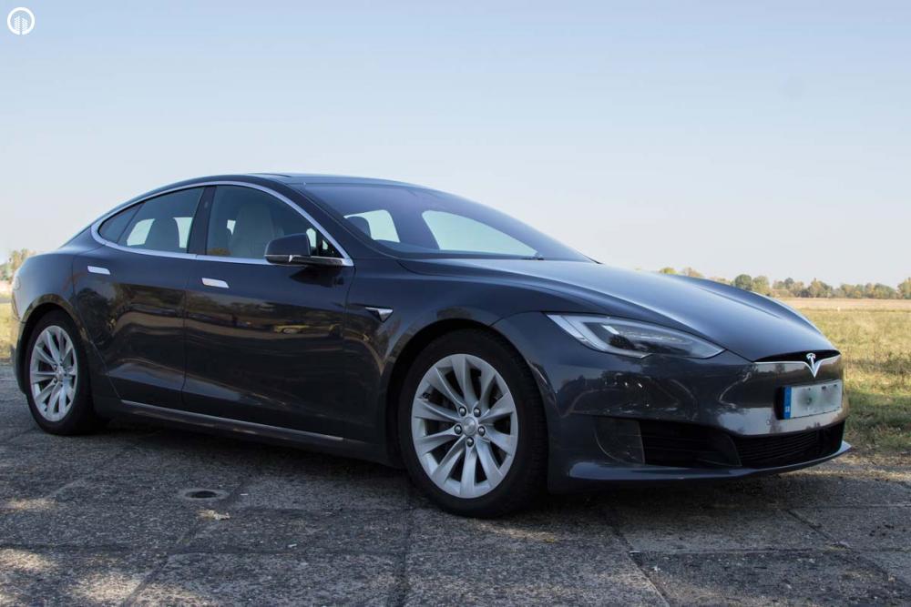 Tesla Model S 85D Elektromos SzuperSportautó Városi Vezetés - 2.