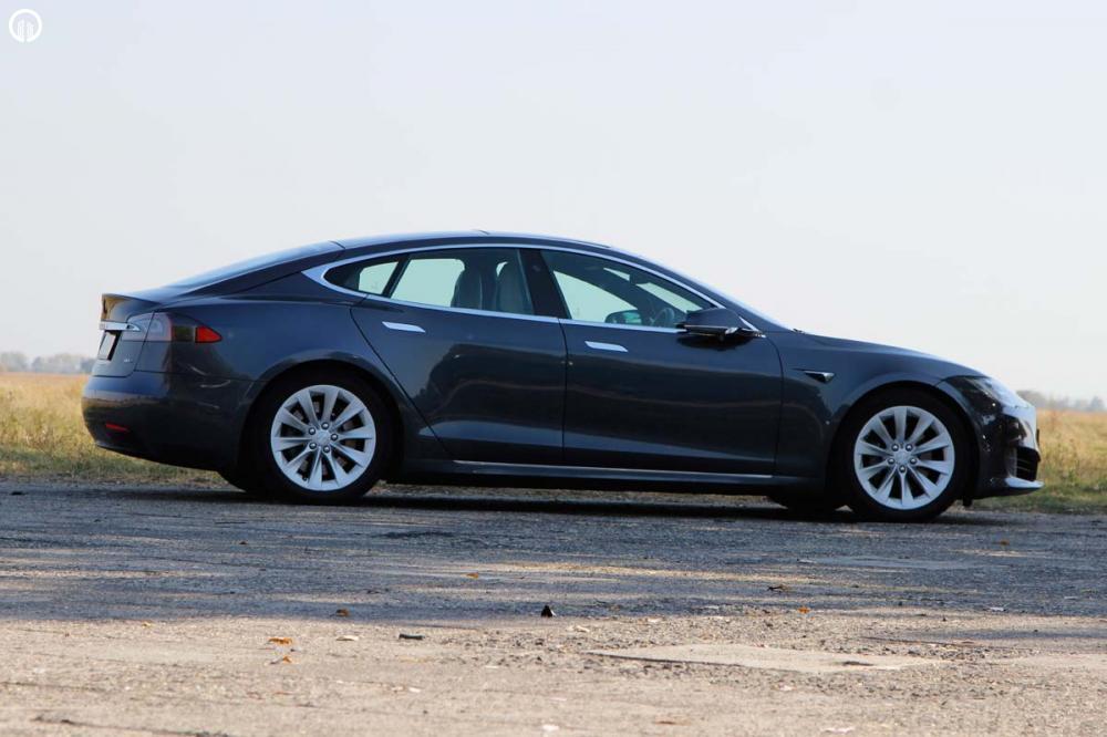 Tesla Model S 85D Elektromos SzuperSportautó Városi Vezetés - 3.