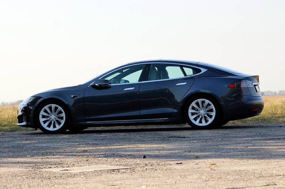 Tesla Model S 85D Elektromos SzuperSportautó Vezetés a DRXRingen - 4.